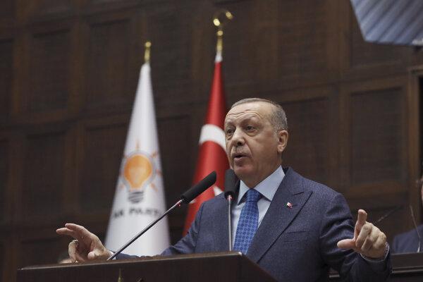 Turecký prezident Recep Tayyip Erdogan reční v parlamente v Ankare v stredu 11. marca 2020.