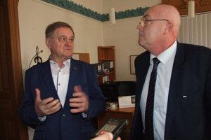 Župan Milan Belica s krajským lekárom Ľubomírom Ševčíkom.