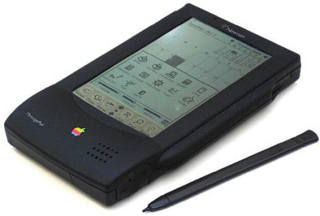 Apple Newton MessagePad bol predchodcom dnešných tabletov, prvý model prišiel na trh už v roku 1993.