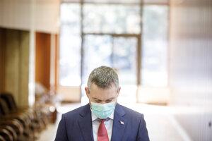 Predseda vlády SR Peter Pellegrini počas príchodu na rokovanie 202. schôdze vlády SR.