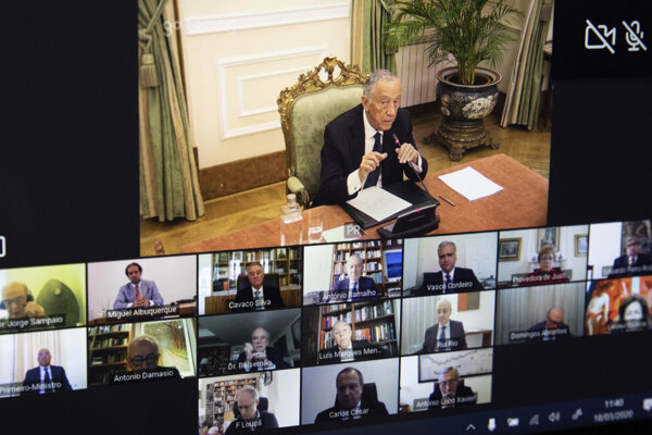 Portugalský prezident Marcelo Rebelo de Sousa počas videokonferencie.