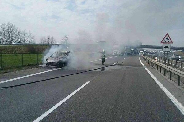 Požiar osobného auta.