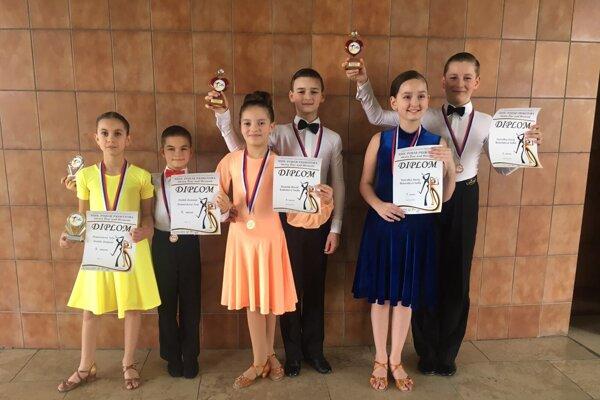 Tanečníci Aknely na súťaži v Žiari nad Hronom.