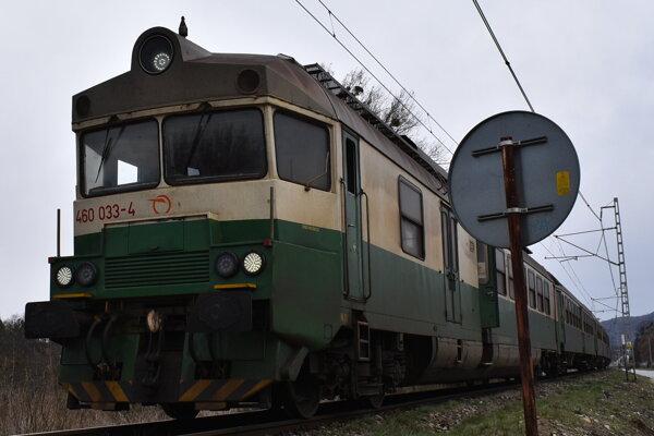 Rušenie vlakov kritizujú samosprávy na čele s Veľkými Kapušanmi.(ILustračné foto)