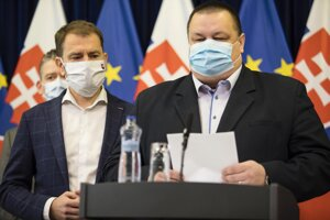 Minister vnútra SR Roman Mikulec, predseda vlády SR Igor Matovič a hlavný hygienik SR Ján Mikas počas tlačovej konferencie po zasadnutí Ústredného krízového štábu SR na Úrade vlády SR v súvislosti s ochorením COVID-19 spôsobeným koronavírusom (2019-nCoV) na Slovensku.