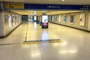 Prázdny vchod do vlakovej stanice Bristol Temple Meads v Bristole.