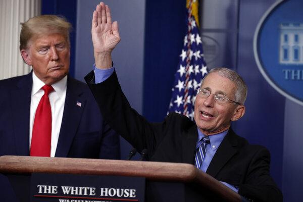 Americký prezident Donald Trump a  riaditeľ Amerického národného inštitútu alergií a infekčných chorôb Anthony Fauci.