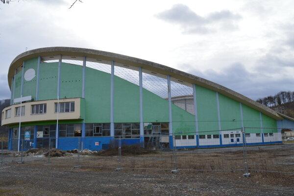 Oprava zimného štadióna v Prešove počas februára.