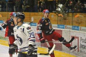 Miloš Kelemen (vpravo) sa teší z gólu.