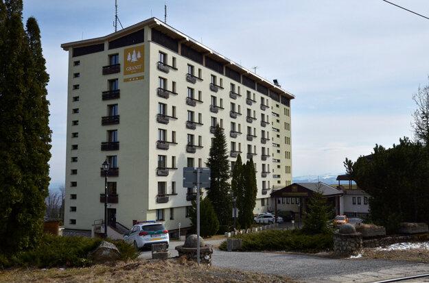 Hotel Granit vTatranských Zruboch, kde boli do povinnej karantény umiestnení občania Slovenskej republiky, ktorí sa vrátili zo zahraničia.