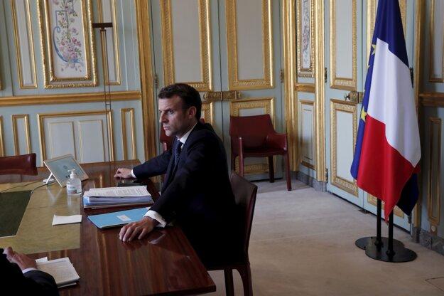 Francúzsky prezident Emmanuel Macron počas mimoriadneho videosummitu skupiny G20, ktorého cieľom bolo dohodnúť sa na spoločnom medzinárodnom postupe v súvislosti s krízou spôsobenou koronavírusom SARS-CoV-2.