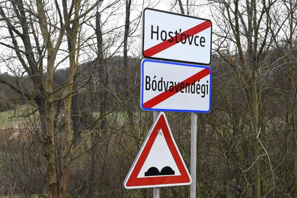 V obci Hosťovce je kvôli uzatvoreniu hraničných priechodov do Maďarska v súčasnosti konečná.