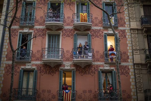 Potlesk pre zdravotníkov v Barcelone.