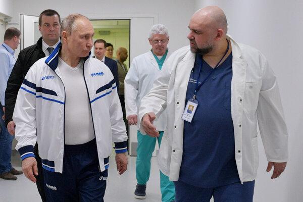 Denis Procenko, primár moskovskej 40. nemocnice počas stretnutia s ruským prezidentom Vladimirom Putinom.