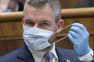 Na snímke podpredseda Národnej rady (NR) Slovenskej republiky Peter Pellegrini (Smer-SD) počas rokovania 4. schôdze parlamentu v Bratislave 1. apríla 2020.
