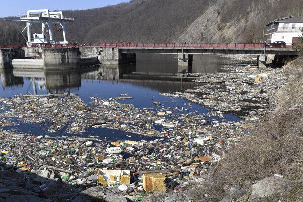 Odpadu je po zime opäť veľa.