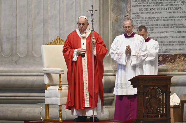 Pápež František počas bohoslužby.