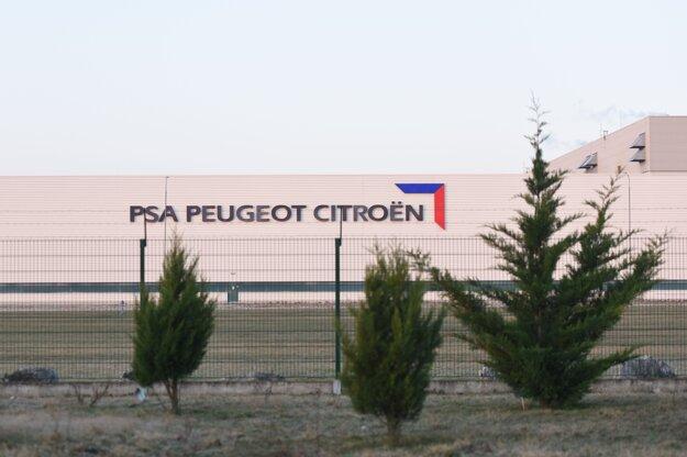 Automobilka PSA zastavila v Trnave výrobu 19. marca.