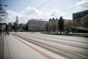 Koronavírus vyprázdnil ulice miest.
