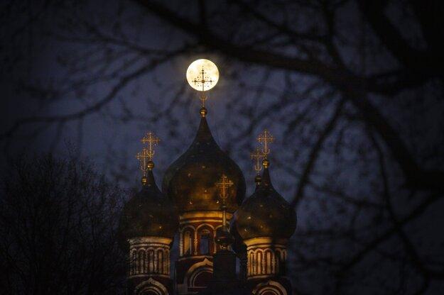 Supermesiac nad Moskvou.