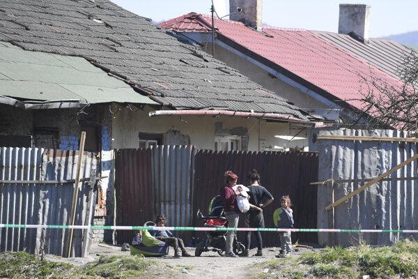 Rómska osada pri Krompachoch.