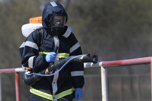 Dobrovoľný hasičský zbor mesta Prešov vykonáva dezinfekciu objektov verejných priestranstiev.