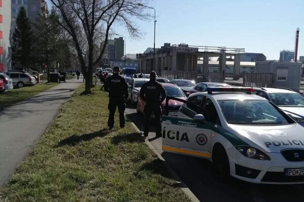 Prešovskí policajti sprevádzali repatriantov z priechodu Jarovce do Popradu.