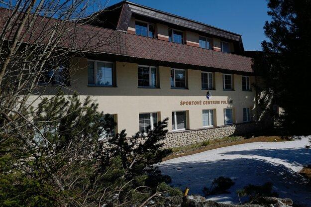 Jedno z karanténnych centier pre ľudí, ktorí boli pozitívne testovaní na nový koronavírus, v Športovom centre polície v správe ministerstva vnútra na Štrbskom Plese.