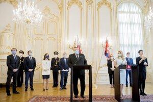 Stretnutie s odborníkmi na epidemiológiu a ekonomiku v Prezidentskom paláci.