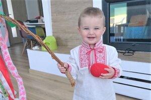 Jakubko Varkčka vyšibal doma svoju maminu a malú sestričku.