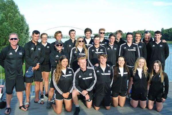 Miroslav Matejka, druhý zľava, bol trénerom aj kategórie v mládežníckej reprezentácií Nového Zélandu.