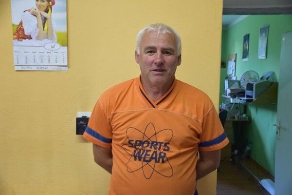Tréner TJ Slovan Skalité Jaroslav Petrák.