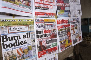 Titulky libérijských novín 31. júla 2014. Iba v západnej Afrike už zomrelo na ebolu už 10-tisíc ľudí.