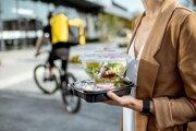 V obľúbenej reštaurácii si pri obede neposedíte. Tie, čo nezavreli, dovezú jedlo k zákazníkovi alebo umožňujú osobný odber.