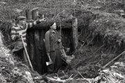 Partizáni A. Rys a J. Richter po 15 rokoch pri bunkri na Starých Horách, v ktorom bola partizánska tlačiareň.