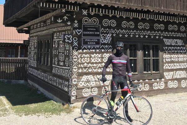 Michal Očenáš dáva telu zabrať na bicykli.