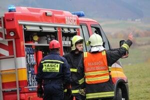 Akcie sa zúčastnili profesionálni aj dobrovoľní hasiči.