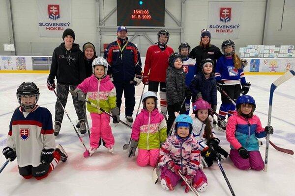 Dievčatá to na ľadovej ploche veľmi baví averia, že vbudúcnosti by si mohli zahrať aj ligu.