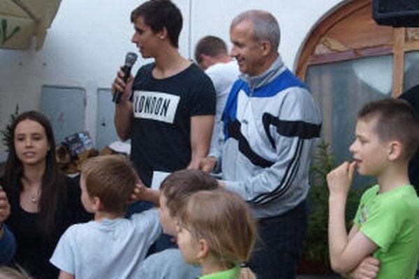 Charitatívny beh učí deti solidarite a pomoci iným.