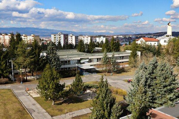 Bývalé gymnázium na Lipovci.