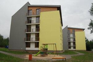 Nájomné bytovky Jelša a Osika majú aj ihrisko a 54 parkovacích miest.