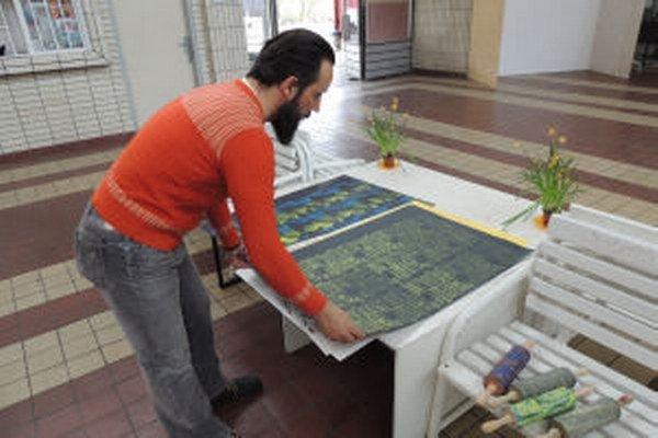 Výtvarník Svätopluk Mikyta je spoluzakladateľ združenia Štokovec, ktoré vedie umelecké aktivity na železničnej stanici v Banskej Štiavnici.