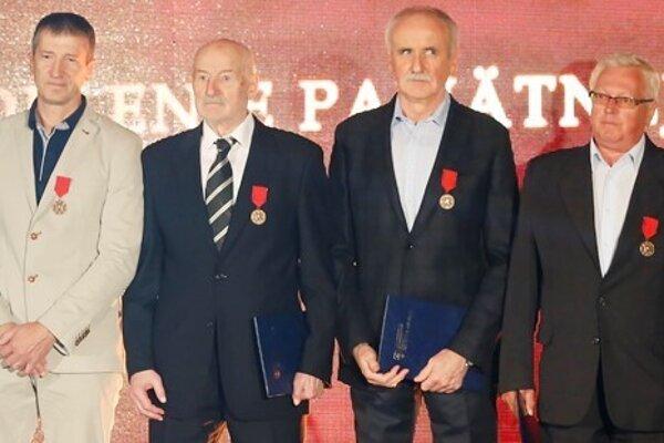 F. Vavrinčík (druhý zľava)