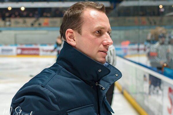 Riaditeľ HK Nitra Miroslav Kováčik rieši v tomto období závažné klubové otázky.