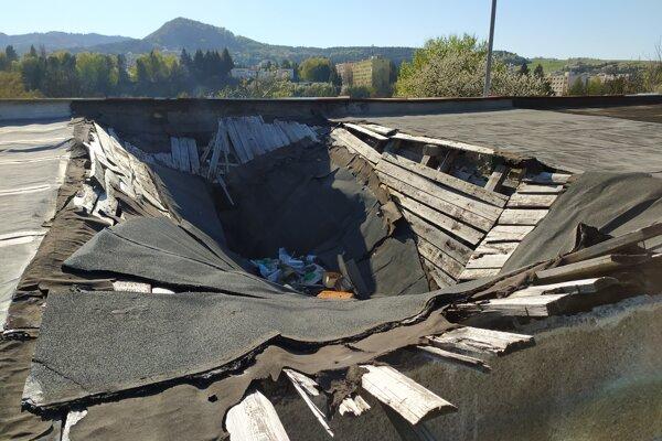 Prepadnutá strecha Handlová.