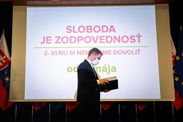 Premiér Igor Matovič pred tlačovým brífingom.