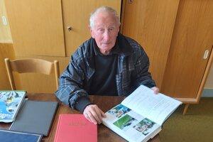 Kronikár Jaroslav Jurečka píše o futbale v Závažnej Porube už päťdesiat rokov.