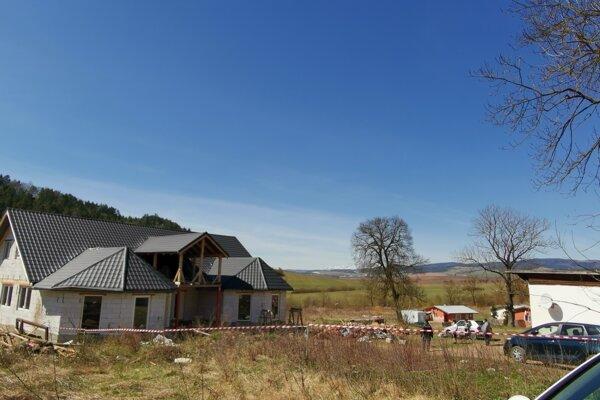 Novostavba na Rybníčku, ktorá bola so slameným domom v karanténe.