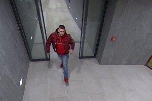 Polícia pátra po identite tohto muža.