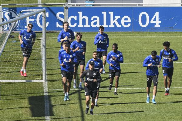 Futbalisti Schalke 04 sa pripravujú na reštart Bundesligy.